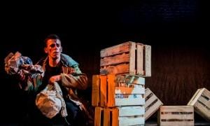 Obra teatral: Caras Vemos en La Chimenea Escénica