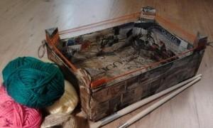 Taller infantil decora una caja de madera